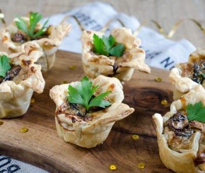 Cestini di pasta sfoglia con gorgonzola e Prugne della California