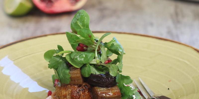Agnello speziato con rabarbaro e Prugne della California