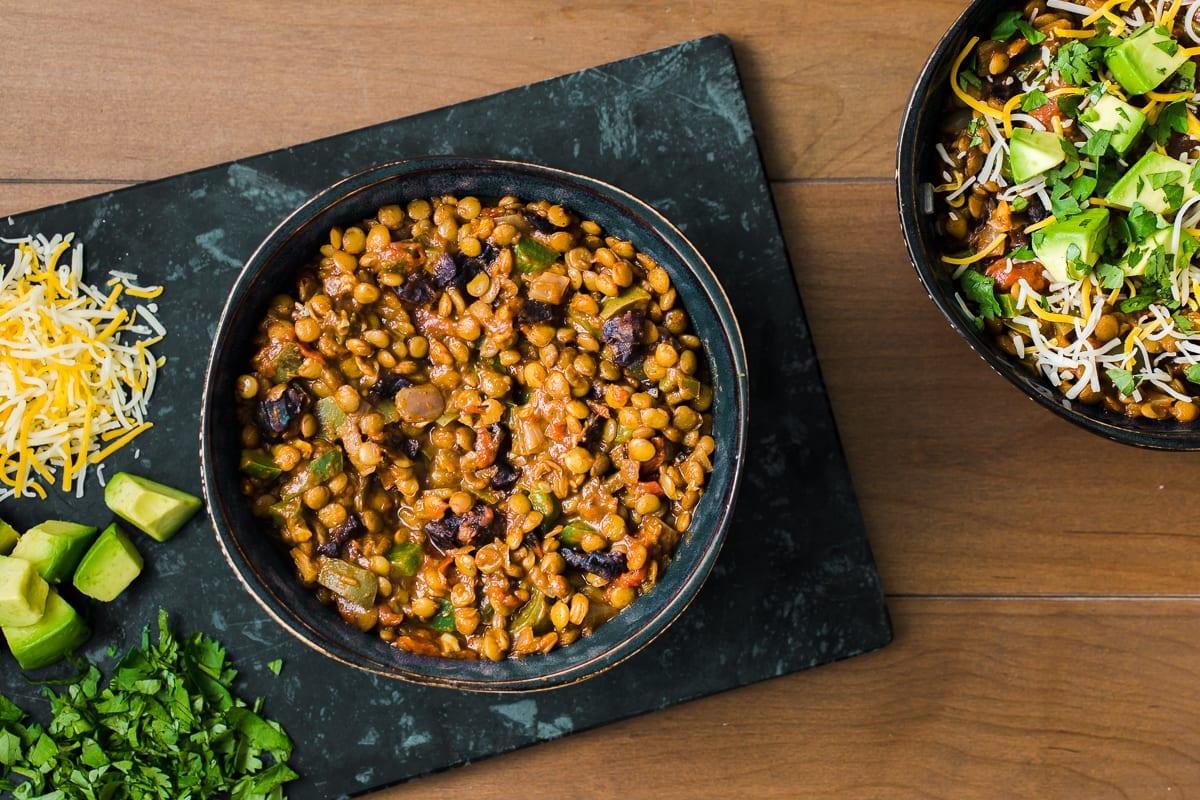 Chili di lenticchie piccante con Prugne della California
